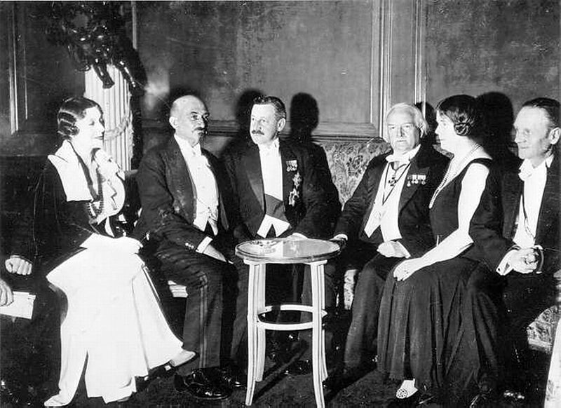 Chaim Weizmann with Herbert Samuel, Lloyd George, Ethel Snowden and Philip Snowden